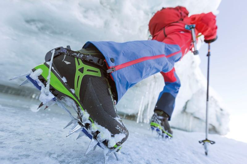 3df4ce27169e6b Po trzecie, wyposażone są w zintegrowane z cholewką getry przeciwśnieżne  (zabezpieczają przed dostaniem się śniegu do środka) oraz wysoki gumowy  otok, ...